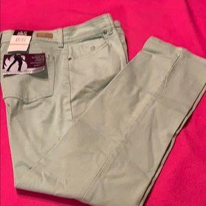 Pants - NWT Gloria Vanderbilt Stretch Classic Fit Pants
